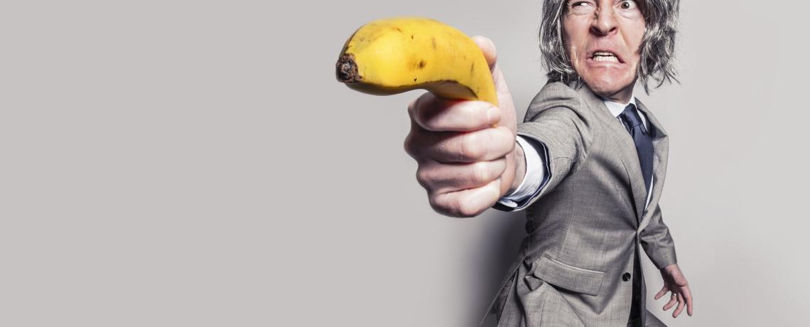 une communication agressive avec une banane