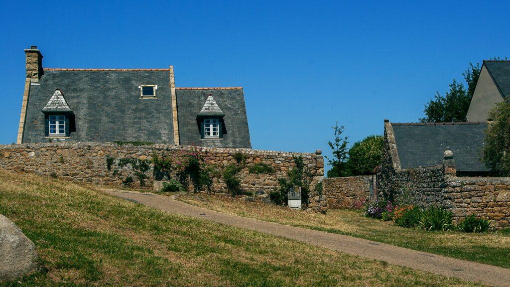 maison typiquement Bretone en bord de mer