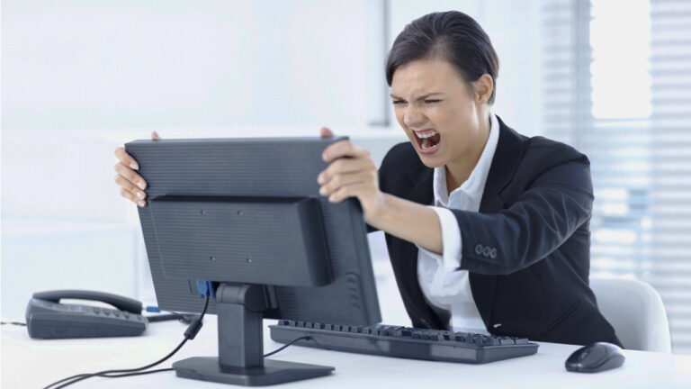 taper son écran ne résoudras pas votre problème informatique