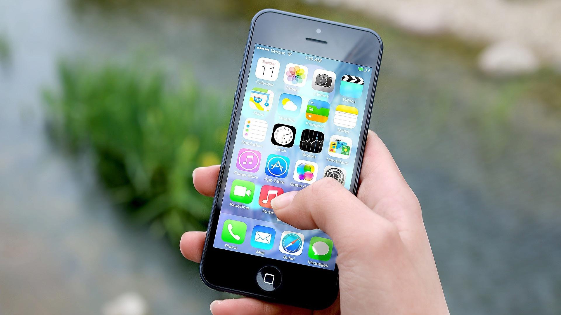 un iPhone re-conditioné en main